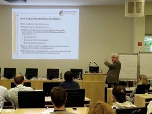 Prof. Dr. med. Ingo Flenker stellt das deutsche Gesundheitswesen vor