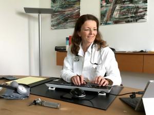 Ärztin Dr. med. Karin Gömann, Projektleiterin Fachsprachkurse Medizin am mibeg-Institut Medizin