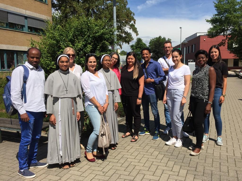 Pflegekräfte aus aller Welt bereiten sich mit dem mibeg-Institut Medizin und dem Universitätsklinikum Düsseldorf auf die Kenntnisprüfung vor